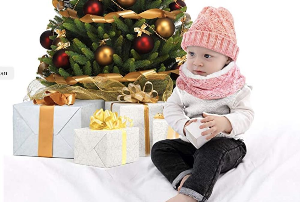 Bébé ou jeune enfant avec écharpe fermée et bonnet CheChury