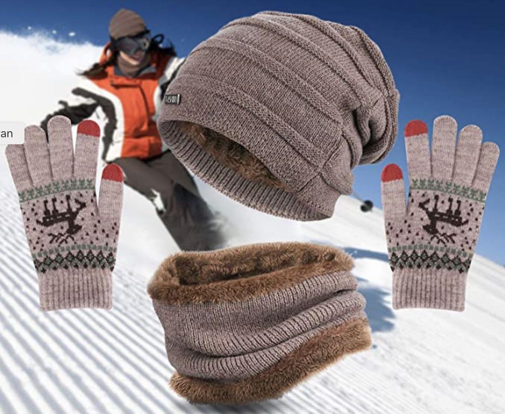 Bel ensemble avec snood bonnet et gants automne hiver